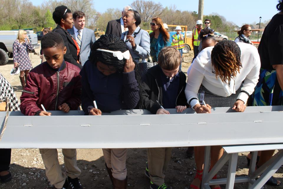 Richard Bowling Elementary Students and Assistant Principal Sign Beam